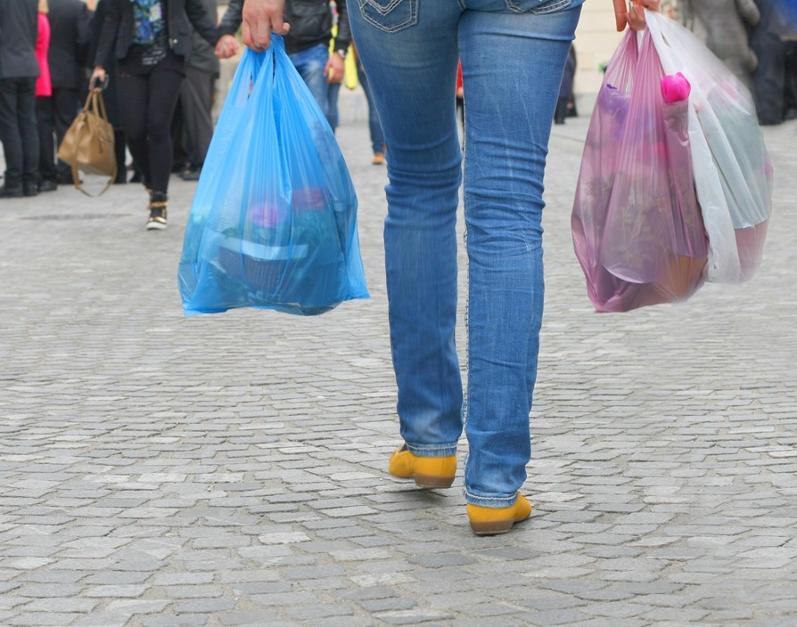 Government introduces 5p charge on plastic bags